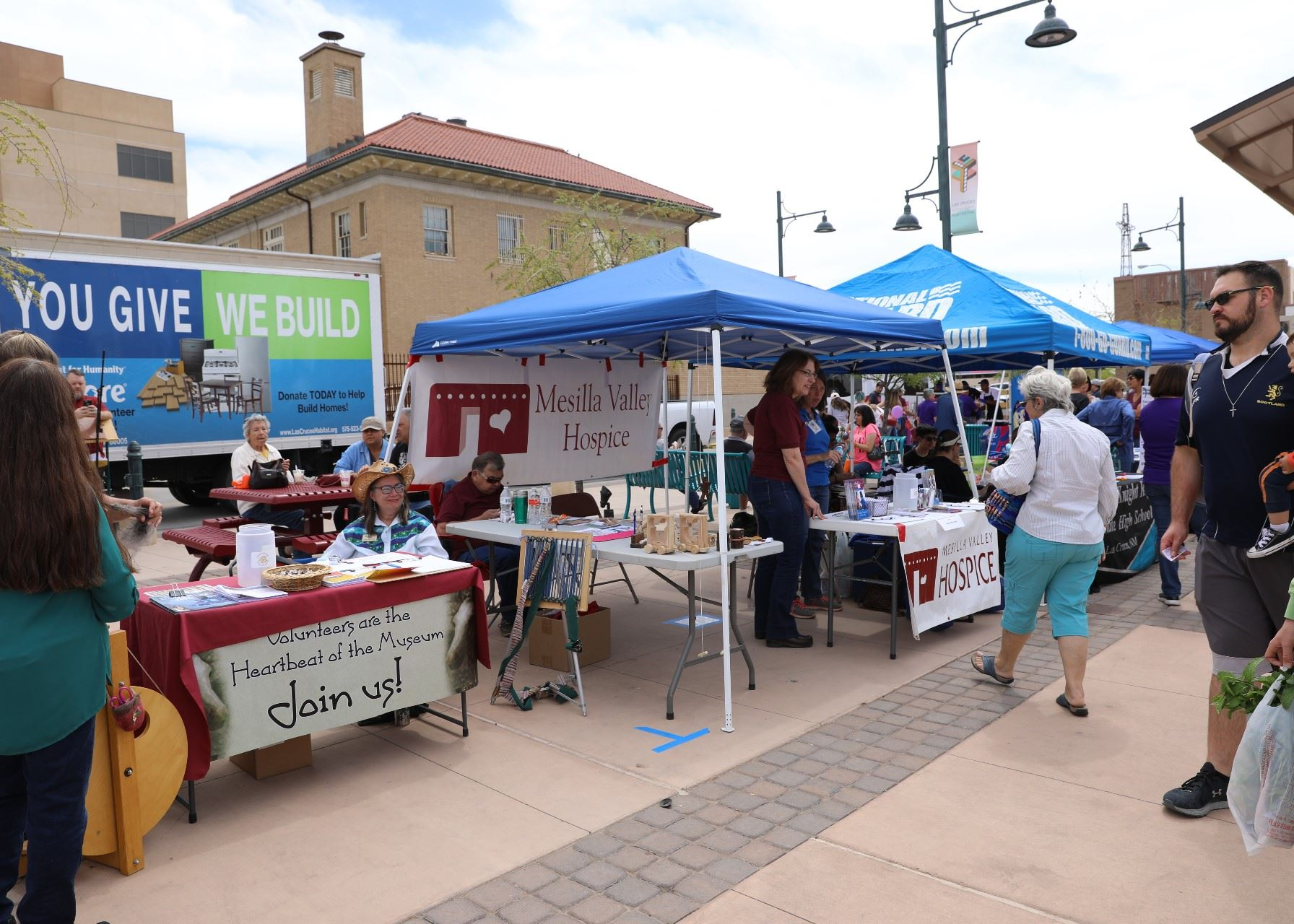 A photo of Volunteer Fair and Giving Day, in 2019, at Plaza de Las Cruces
